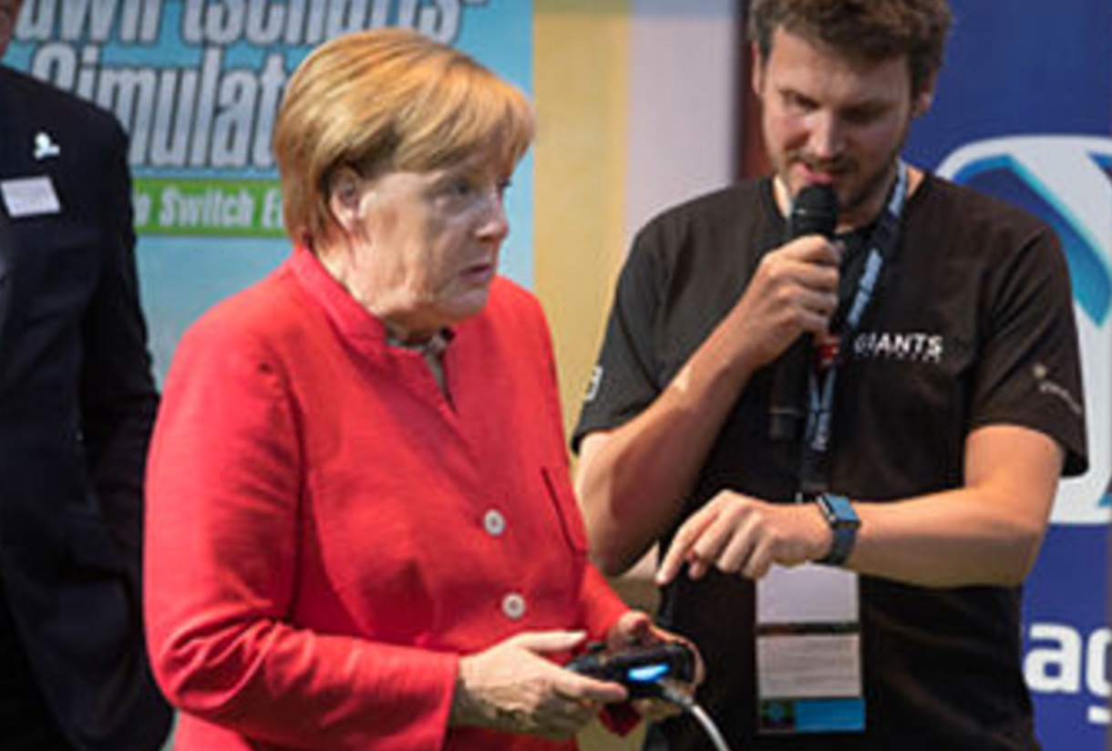 Angela Merkel jugando